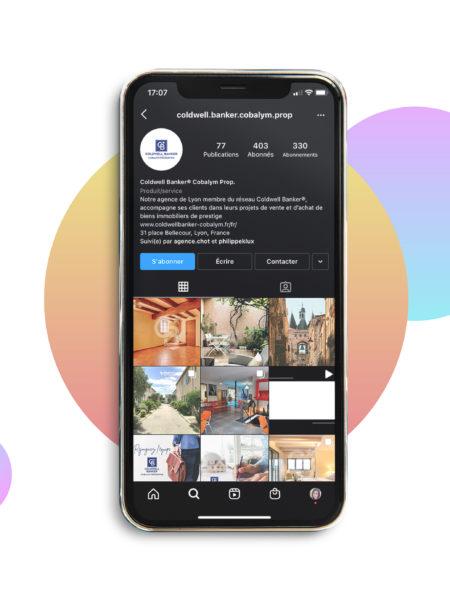 iPhone ouvert sur le compte instagram de l'agence Coldwell Banker Lyon