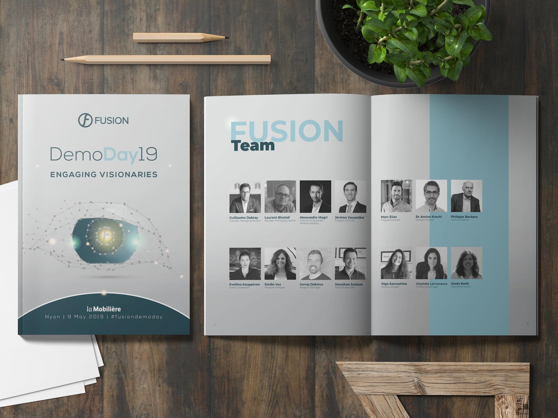Brochure Fusion Demoday 2019 ouverte posée sur un bureau