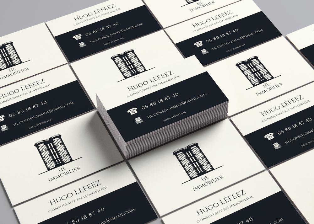 Tas de cartes de visite noires et beiges d'Hugo Lefeez
