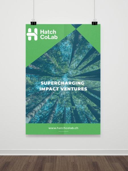 Poster Hatch Colab suspendu par deux fils