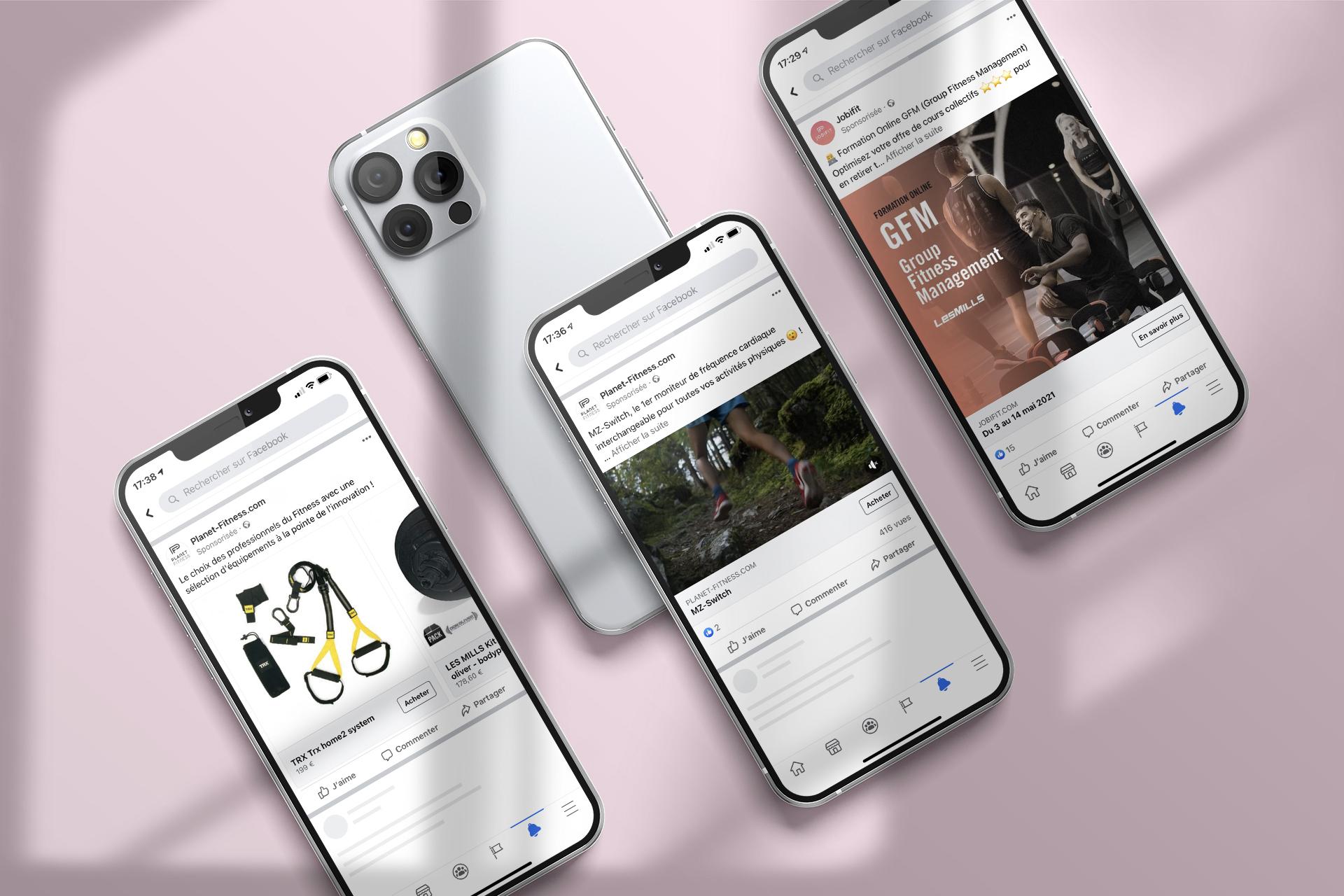 3 iphones ouverts sur les pages Facebook de Planet Fitness