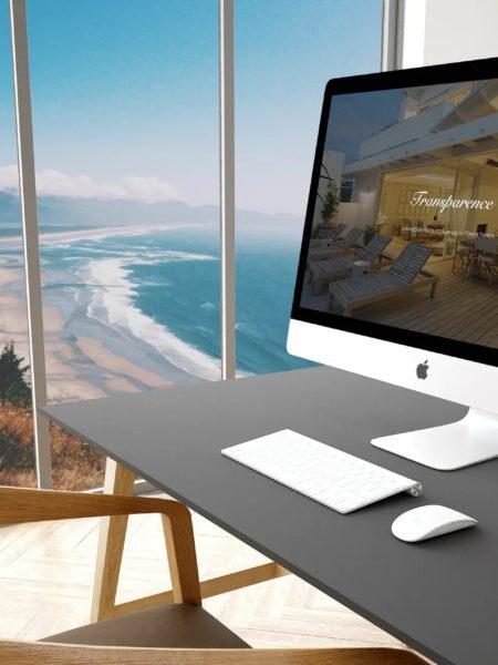 iMac posé sur un bureau allumé avec la page internet du site Transparence Immobilier
